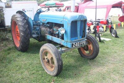 Fordson_Major_E1A_-_248_FPB_at_Rudgwick_2010_-_IMG_4834JPG-1024